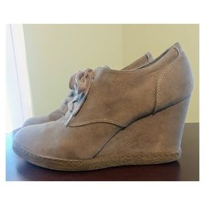 X APPEAL Trista Wedges!